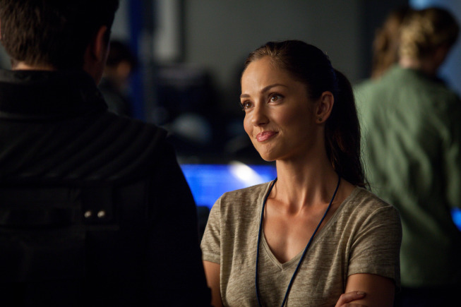 "ALMOST HUMAN: Valerie (Minka Kelly) relays good news about the transplant patients in the all-new ""Arrhythmia"" episode of ALMOST HUMAN, airing Monday Dec. 16 (8:00-9:00 PM ET/PT) on FOX. ©2013 Fox Broadcasting Co. Cr: Liane Hentscher/FOX"