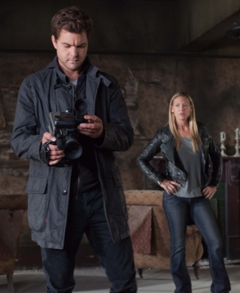 "FRINGE: Peter (Josh Jackson, L) and Olivia (Anna Torv, R) discover clues in an abandoned apartment building in the ""Through the Looking Glass (And What Walter Found There)"" episode of FRINGE airing Friday, Nov. 9 (9:00-10:00 PM ET/PT) on FOX. ©2012 Fox Broadcasting Co. CR: Liane Hentscher/FOX"