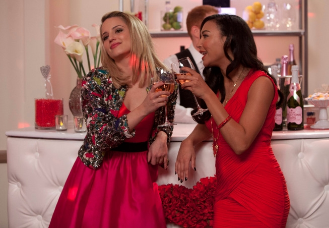 """GLEE: Santana (Naya Rivera, R) and Quinn (Dianna Agron, L) reunite in Lima for Will and Emma's wedding in the """"I Do"""" episode of GLEE airing Thursday, Feb. 14 (9:00-10:00 PM ET/PT) on FOX. ©2013 Fox Broadcasting Co. CR: Adam Rose/FOX"""
