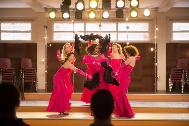 """GLEE: The glee club performs in the """"Girls (And Boys) On Film"""" episode of GLEE  airing at a special time Thursday, March 7 (9:30-10:30 PM ET/PT) on FOX. Pictured Clockwise from L: Jenna Ushkowitz, Becca Tobin, Heather Morris, Vanessa Lengies, Melissa Benoist and Alex Newell. ©2013 Fox Broadcasting Co. CR: Adam Rose/FOX"""