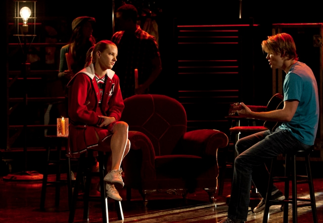 """GLEE: Sam (Chord Overstreet, R) sings to Brittany (Heather Morris, L) in the """"Shooting Star"""" episode of GLEE airing Thursday, April 11 (9:00-10:00 PM ET/PT) on FOX. ©2013 Fox Broadcasting Co. CR: Adam Rose/FOX"""