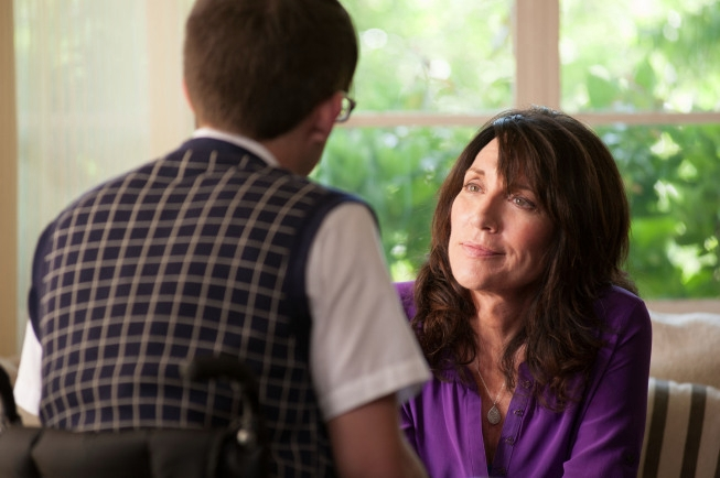 "GLEE: Artie (Kevin McHale, L) chats with his mother (guest star Katey Sagal, R) in the ""Wonder'ful"" episode of GLEE airing Thursday, May 2 (9:00-10:00 PM ET/PT) on FOX. ©2013 Fox Broadcasting Co. CR: Adam Rose/FOX"