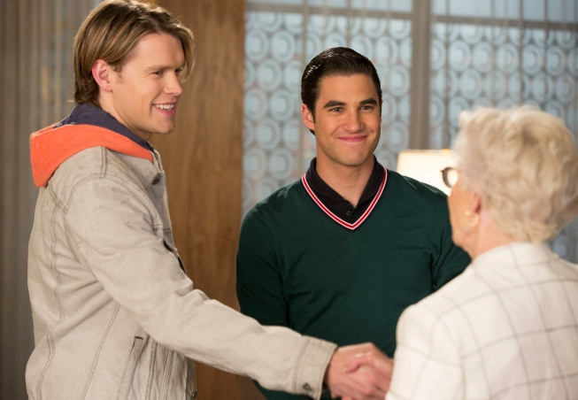 "GLEE: Blaine (Darren Criss, C) brings Sam (Chord Overstreet, L) ring shopping in the ""All Or Nothing"" season finale episode of GLEE airing Thursday, May 9 (9:00-10:00 PM ET/PT) on FOX. Also Pictured guest star Patty Duke (R). ©2013 Fox Broadcasting Co. CR: Jennifer Clasen/FOX"