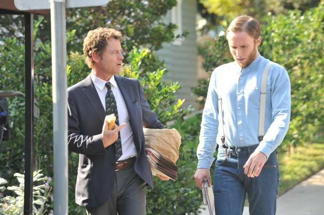 "RAKE:  Keegan (Greg Kinnear, L) defends a group of reformed Amish men who are accused of a hate crime against an Amish elder in the ""A Close Shave"" episode of RAKE airing Thursday, Jan. 30 (9:00-10:00 PM ET/PT) on FOX.  Also pictured: guest star Josh Close, R. ©2014 Fox Broadcasting Co.  Cr:  Richard Foreman/FOX"