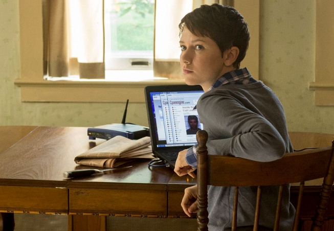 """THE FOLLOWING: Emma (Valorie Curry) runs lead in the """"Mad Love"""" episode of THE FOLLOWING airing Monday, Feb. 11 (9:00-10:00 PM ET/PT) on FOX. ©2013 Fox Broadcasting Co. CR: David Giesbrecht/FOX"""