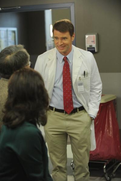 "THE GOODWIN GAMES:  Henry (Scott Foley, R) meets with patients in the hospital in the ""The Box,"" finale episode of THE GOODWIN GAMES airing Monday,  July 1  (8:30-9:00 PM ET/PT) on FOX.  ©2013 Fox Broadcasting Co.  Cr:  Ray Mickshaw/FOX"