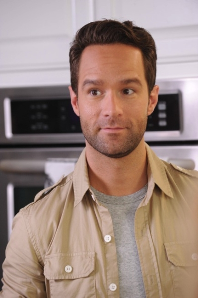 """THE GOODWIN GAMES:  Chris Diamantopoulos guest stars in the """"Birds of Granby"""" episode of THE GOODWIN GAMES airing Monday, June 17 (8:30-9:00 PM ET/PT) on FOX. ©2013 Fox Broadcasting Co.  Cr:  Ray Mickshaw/FOX"""
