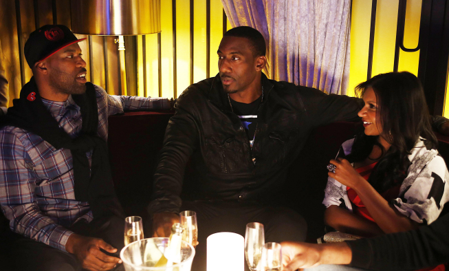 "THE MINDY PROJECT: Mindy (Mindy Kaling, R) hangs out with NBA basketball players Baron Davis (L) and Amar'e Stoudemire (C) in the ""In the Club"" episode of THE MINDY PROJECT airing Tuesday, Oct. 9 (9:30-10:00 PM ET/PT) on FOX. ©2012 Fox Broadcasting Co. Cr: Greg Gayne/FOX"